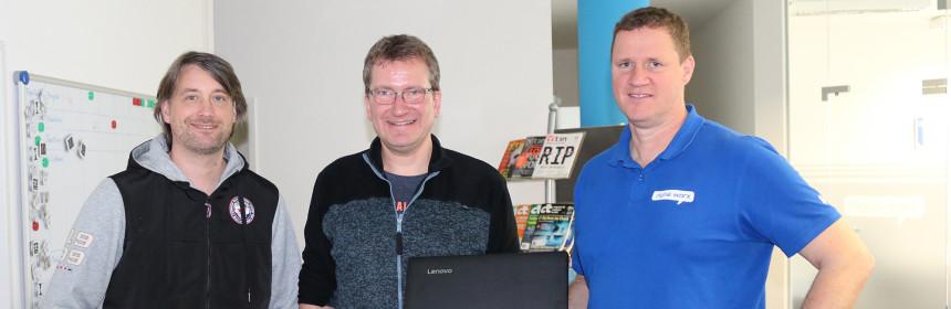 Übergabe Laptop Nepalhilfe