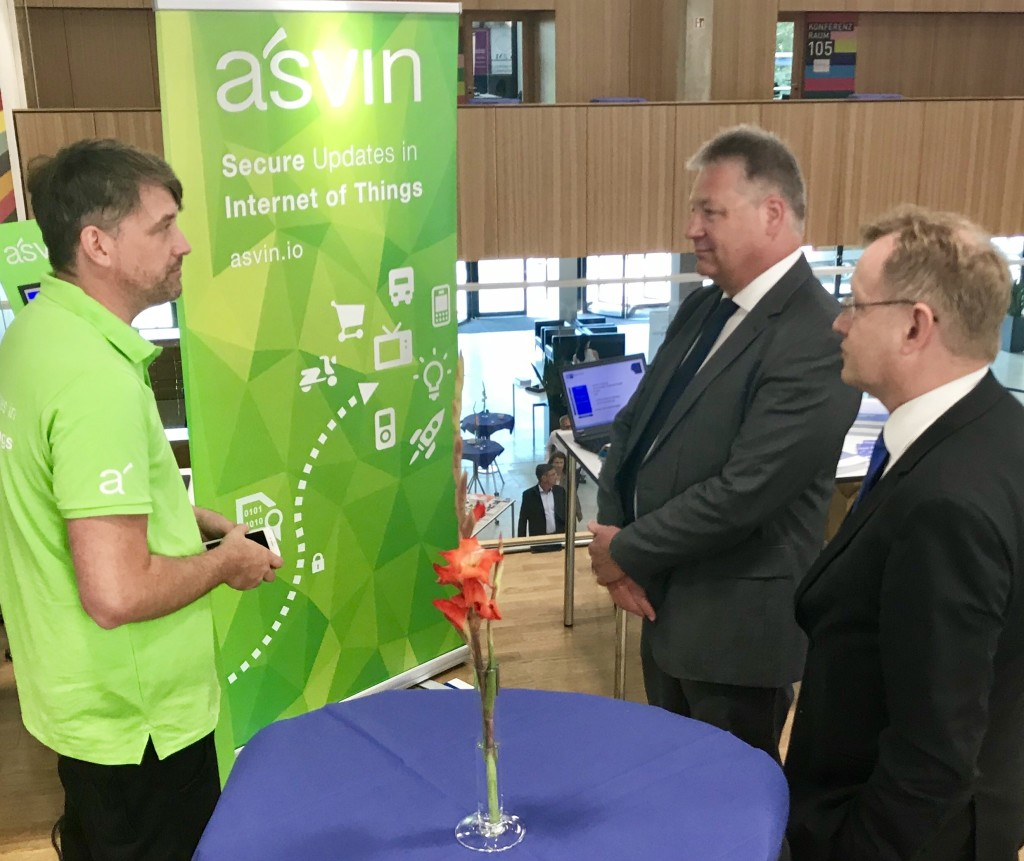 CEO Mirko Ross erklärt Dr. Bruno Kahl - Präsident des BND - asvin.io